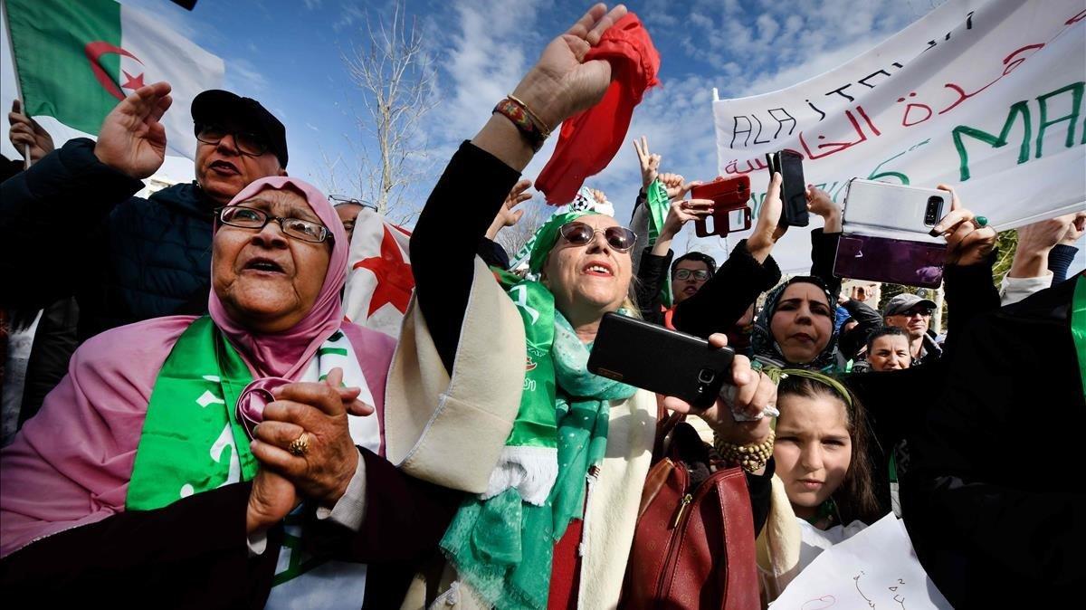 Alguna cosa es mou a Algèria