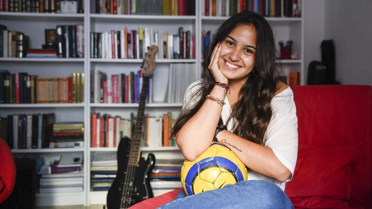 La joven Mel Araujo recuerda el gol de Iniesta en el Mundial como un momento de encuentro con su padre.