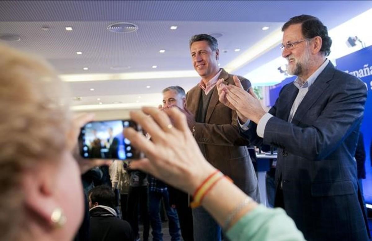 El candidato del PPC, Xavier García Albiol, junto al presidente del Gobierno, Mariano Rajoy, el pasado sábado en Mataró (Barcelona).