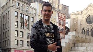 Khalid El Gounny , marroquíde 18 años residente en Lleida, sebeneficiaráde las medidas agricolas urgentes por el coronavirus.