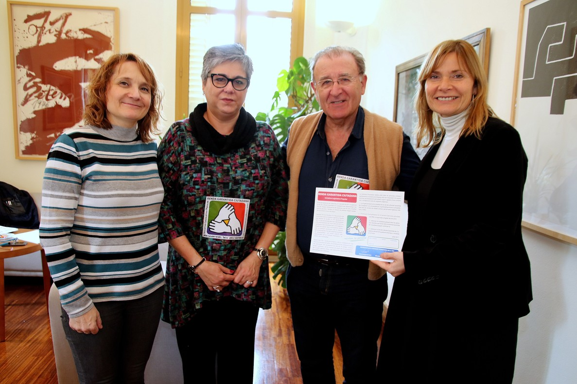 Lluïsa Moret recibe Comisión Promotora de la Iniciativa Legislativa Popular (ILP).