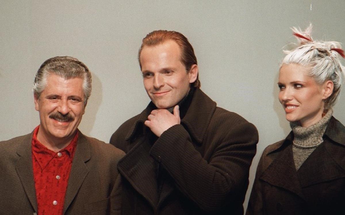 Juste de Nin, con Miguel Bosé y Judit Mascó, al final de un desfile, en 1997.