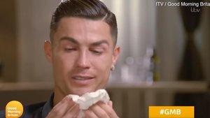 Cristinano Ronaldo rompe a llorar durante una entrevista en la cadena británica ITV.