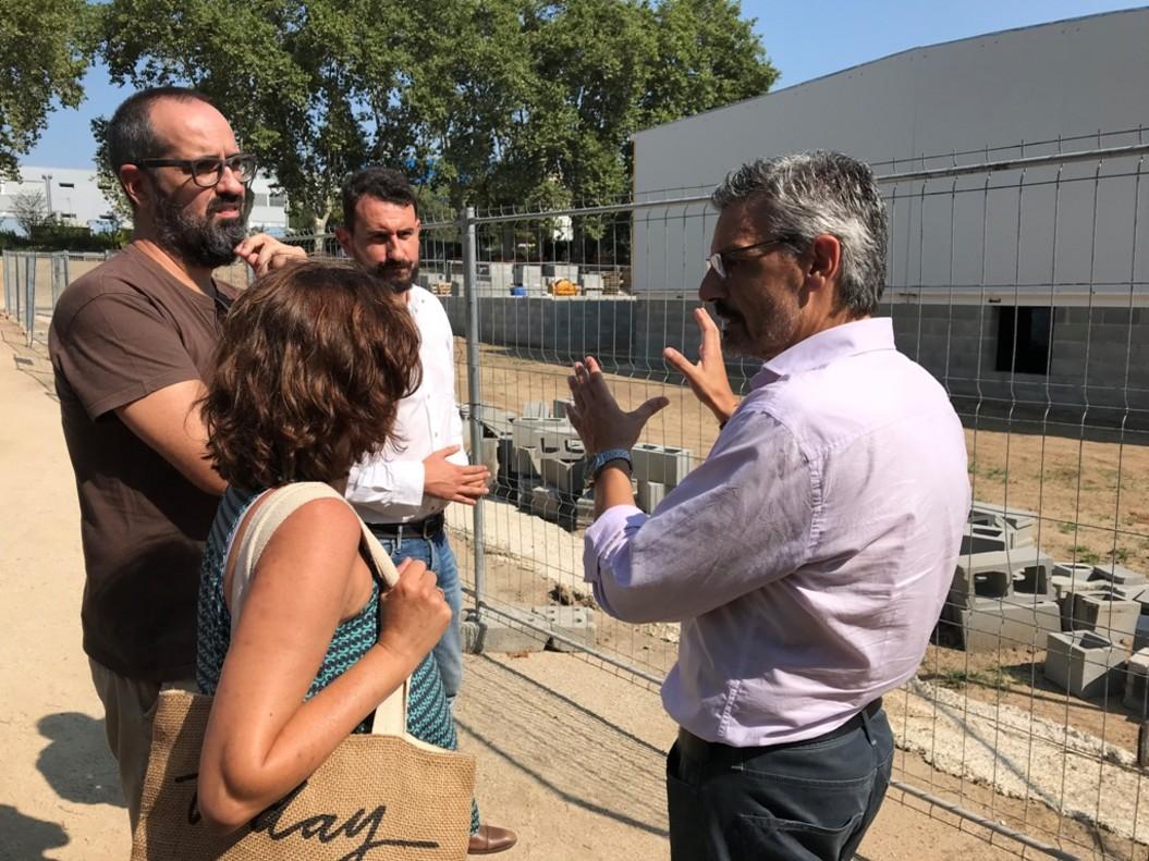 Los concejales Rubén Guijarro y Jordi Subirana en una visita a las obras del instituto La Riera.
