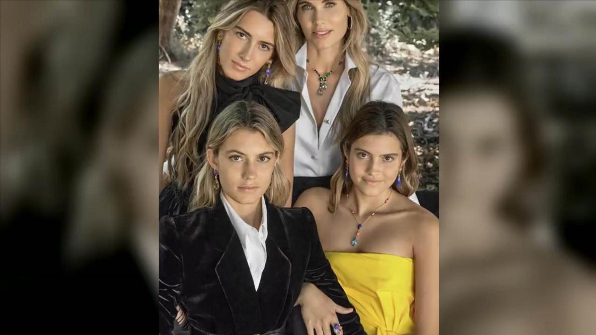 La mujer de Luis Figo y sus tres hijas protagonizan la nueva campaña de Rabat.