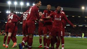 Los jugadores del Liverpool celebran la eliminación del Barça en Anfield.