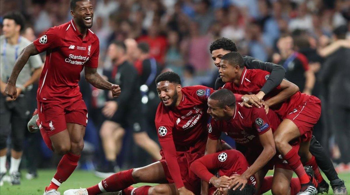 Los jugadores del Liverpool festejan su victoria en la final de Madrid.