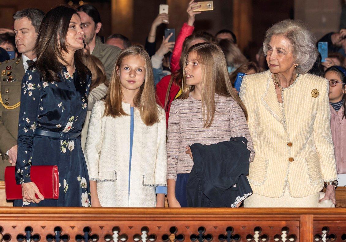 GRAF4895 PALMA DE MALLORCA ISLAS BALEARES 21 04 2019 - La reina Letizia la princesa de Asturias la infanta Sofia y la reina Sofia asistieron hoy a la misa del Domingo de Resurreccion en la catedral de Palma de Mallorca EFE EFE CATI CLADERA POOL
