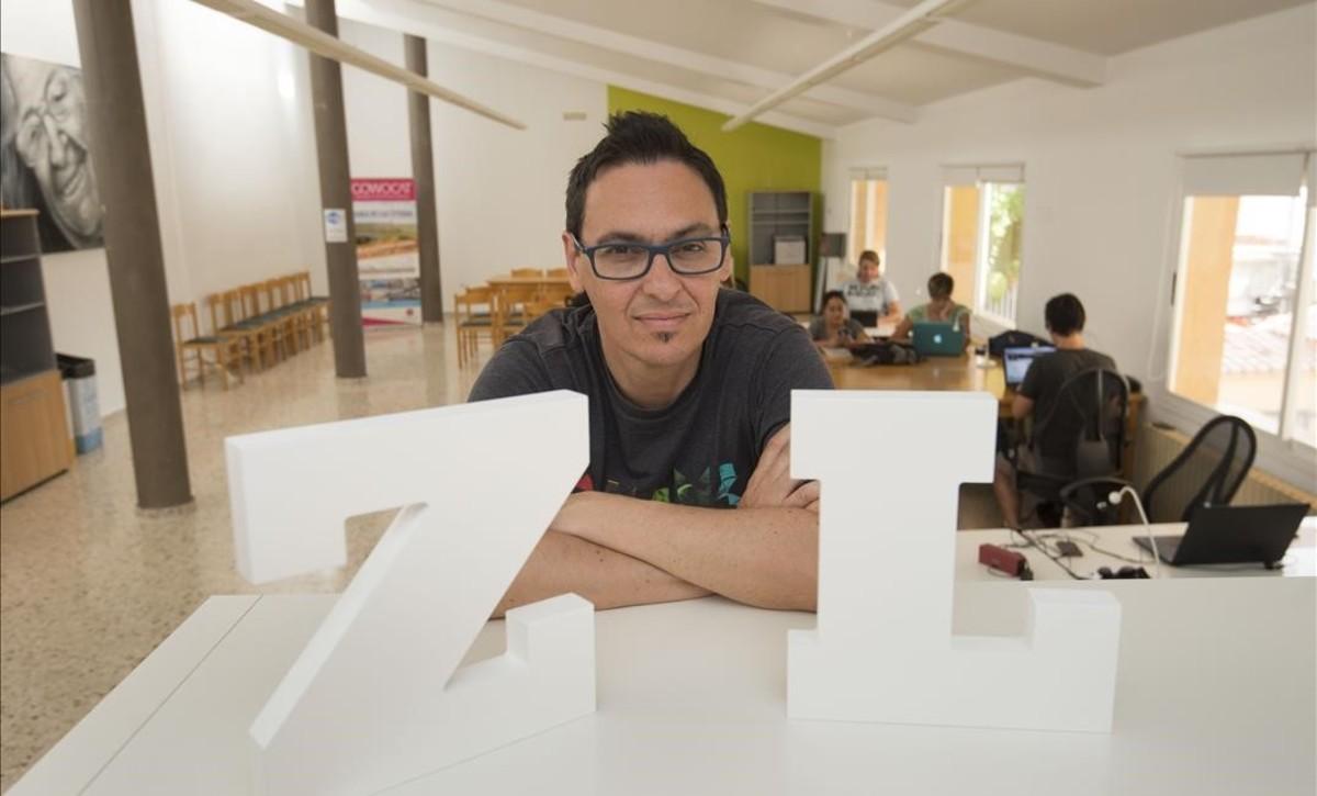 Lucas Palau, en el 'coworking' Zona Líquida de Riba-roja.