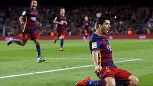 Luis Suárez celebra uno de los tres goles marcados ante el Eibar en la Liga.