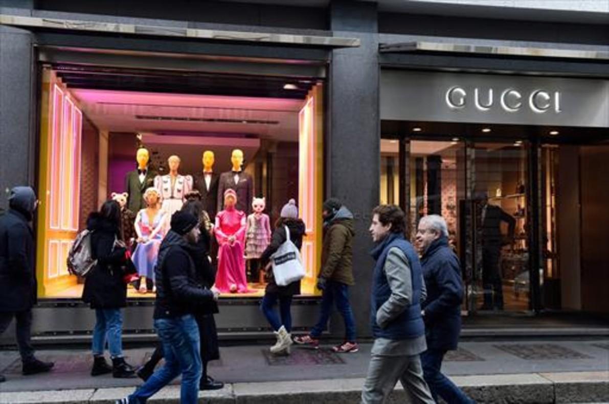 LUJO. Tienda Gucci en la ciudad italiana de Milán.