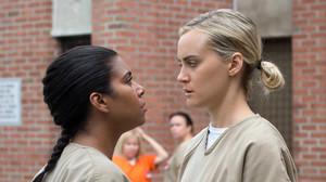 María Ruiz, encarnada por Jessica Pimentel, y Piper Chapman, a la que da vida Taylor Schilling, en Orange is the new black.