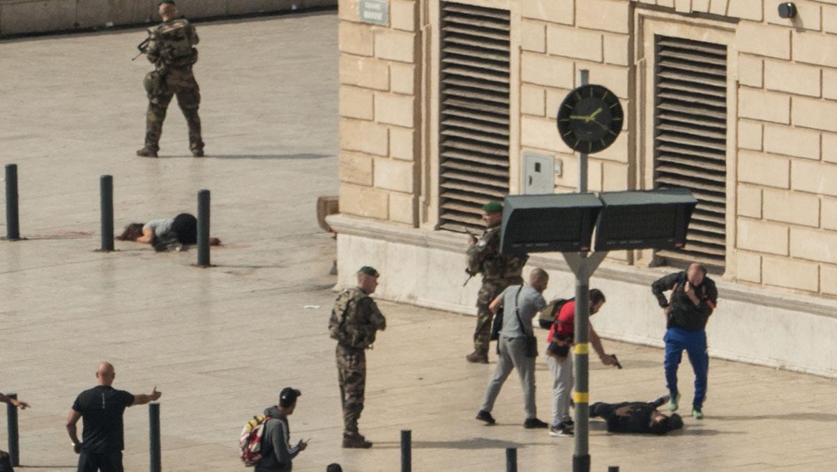 Mata a cullichadas a dos personas en Marsella antes de ser abatido.