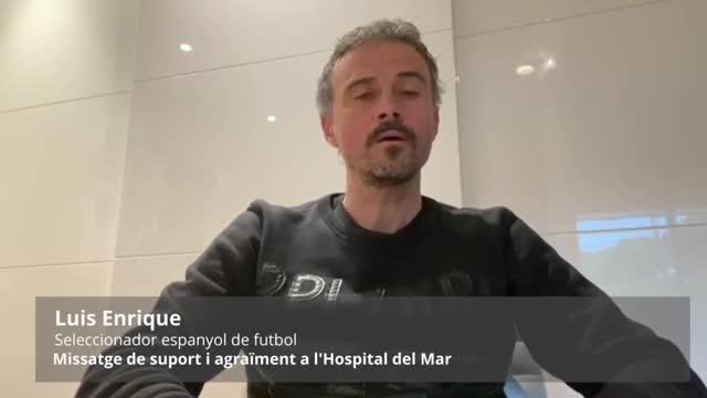 Luis Enrique aplaudeix els sanitaris de l'Hospital del Mar de Barcelona