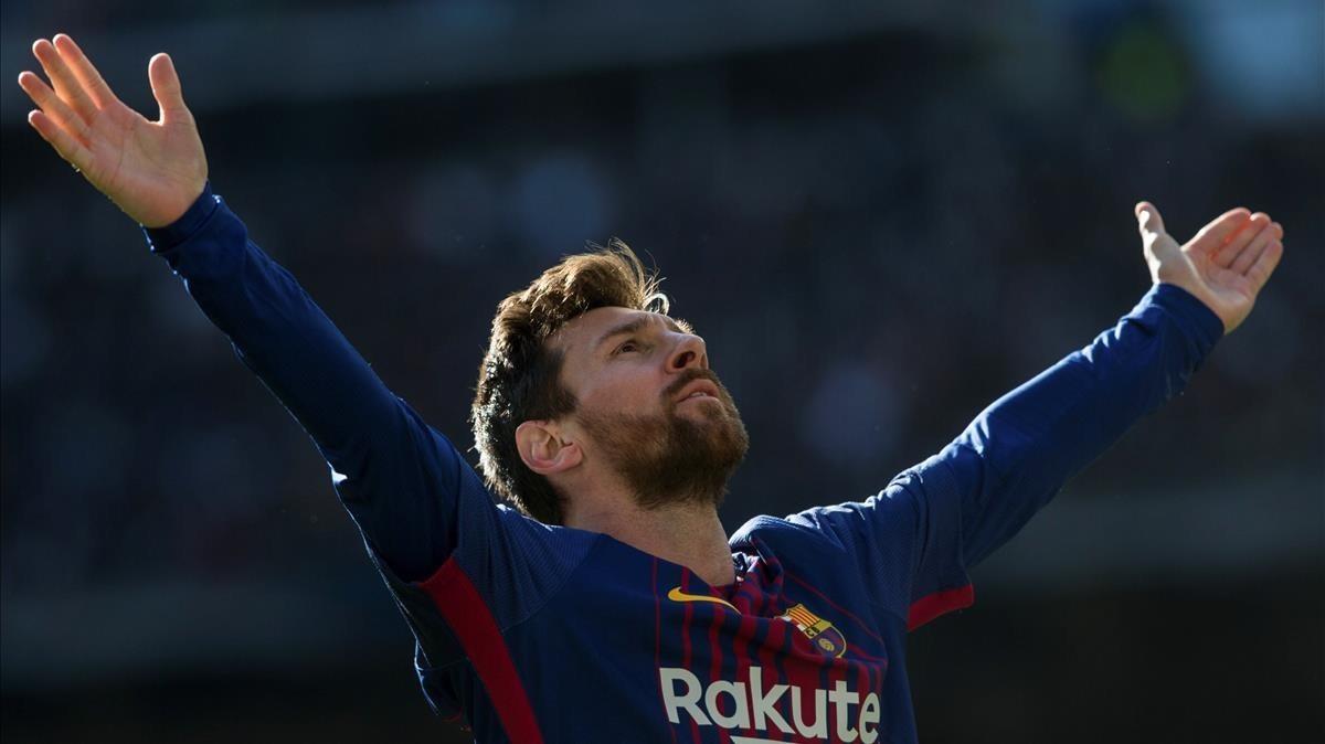Messi celebra su gol de penalti al Madrid en el Bernabéu.