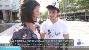Miki con Mireia Alzuria hablando de su actuación en Eurovisión 2019.