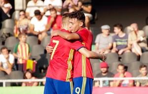 Munir celebra con Deulofeu uno de sus goles durante el partido de la sub-21 ante San Marino.