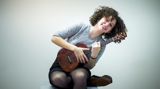 Paula Valls interpreta con su ukelele 'Get away' en acústico.