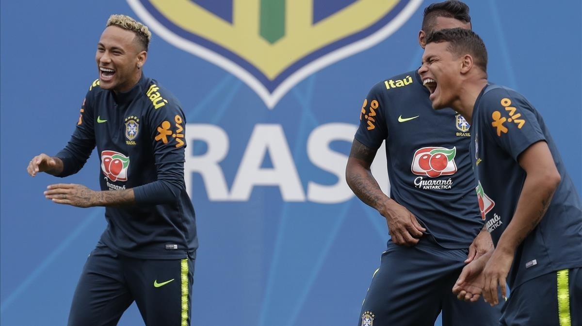 Neymar y Thiago Silva, en el último entrenamiento.