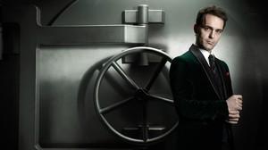 El actor Pedro Alonso, en el papel de Berlín, en la serie de Antena 3 'La casa de papel'.