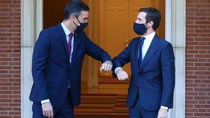 Pedro Sánchez inicia con Pablo Casado, su ronda de contactos con los partidos políticos.