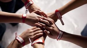 Una imatge de la sèrie de TVC Polseres vermelles.