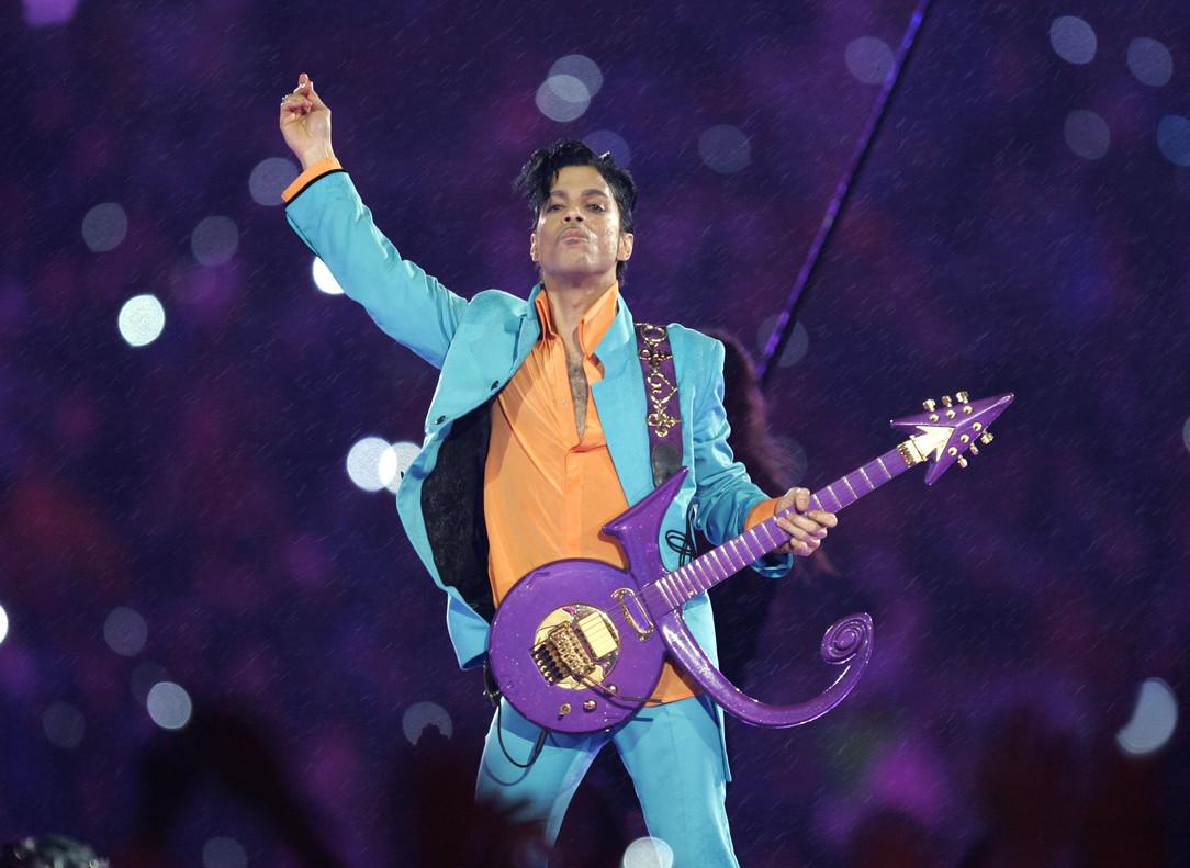 Prince, durante su actuación en la Super Bowl del 2007.
