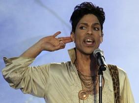 Prince, durante una actuación en el Hop Farm Festival, en Inglaterra, en julio del 2011.