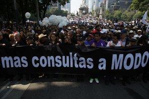La marcha fue criticada en redes sociales, y en Twitter rápidamente se popularizó la etiqueta MarchaFifí.