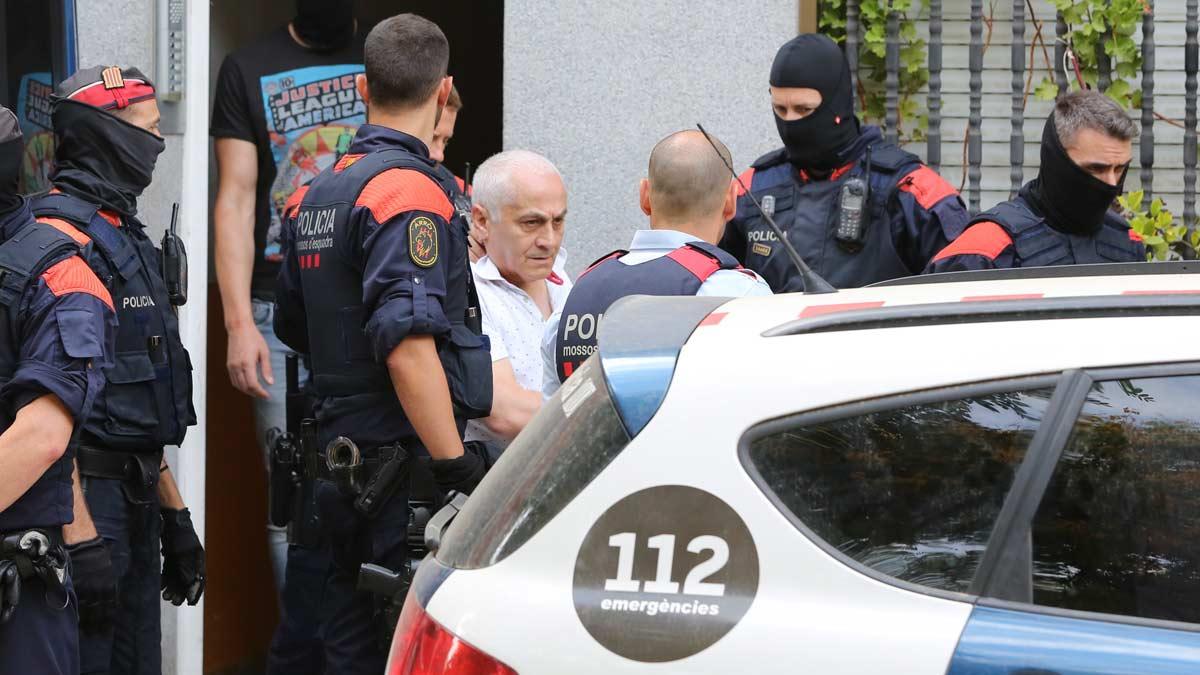 Registro policial en Badalona en el marco de la operación Nápoles contra la mafia armenia.
