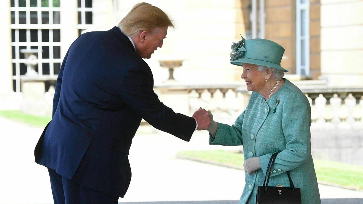 Imágenes del presidente de Estados Unidos, Donald Trump, quien ha sido recibido este lunes por la reina Isabel II y el príncipe Carlos en el Palacio de Buckingham.