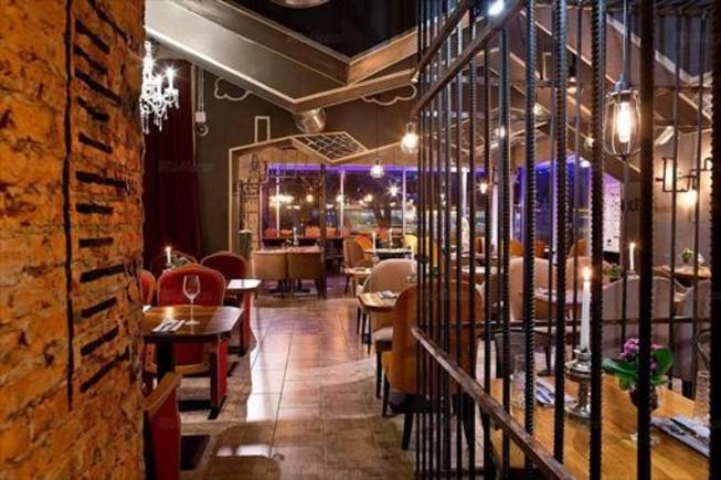 El restaurante Kusochki tiene tres ambientes: una prisión, un hospital y el Kremlin.