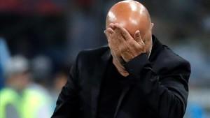 Sampaoli se lamenta durante el partido ante Croacia.