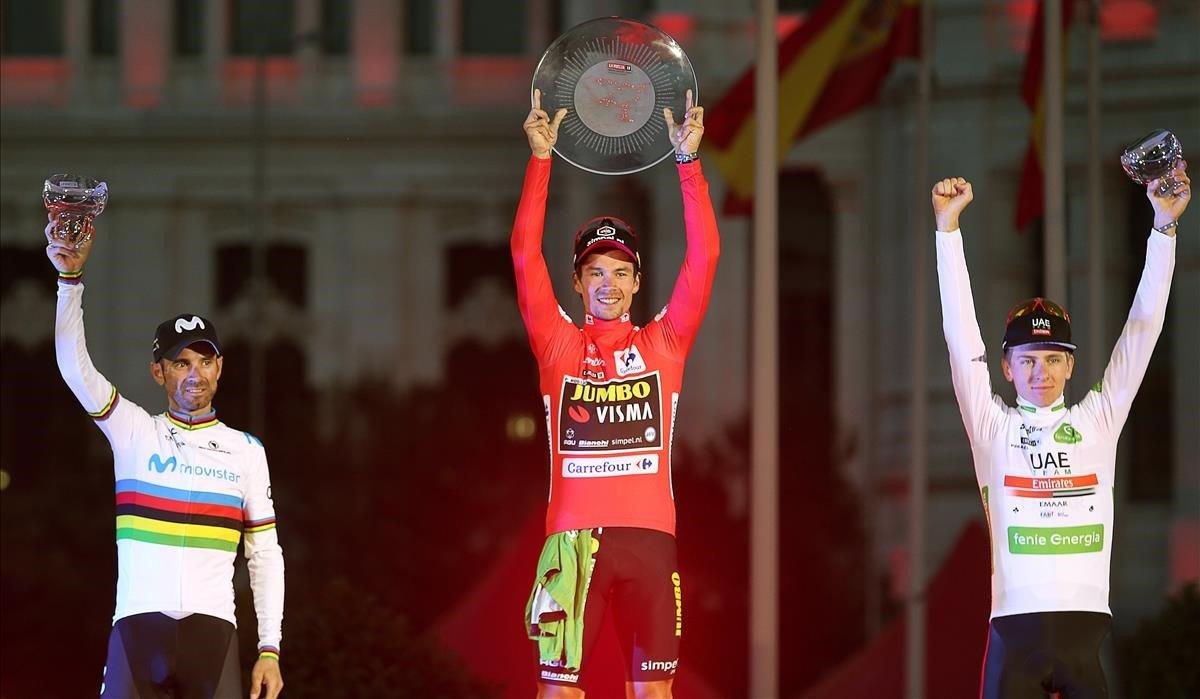 El podio de la Vuelta 2019, con Roglic, en el centro, Valverde y Pogacar, a la derecha.
