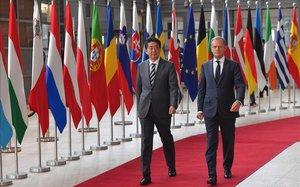 Shinzo Abe y Donald Tusk.