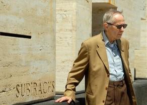 Josep Maria Subirachs frente a su escultura Sitges en Vilafranca en 2008.