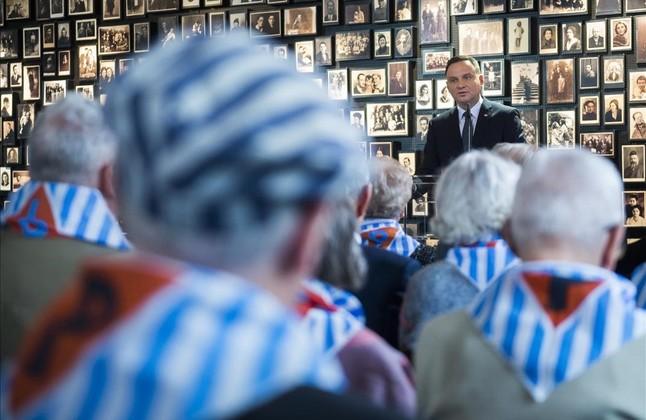 Supervivientes del campo de concentración de Auschwitz-Birkenau celebran en Polonia el 71 aniversario de la liberación.