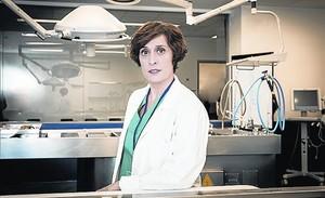 Clara Segura, la actriz protagonista de laserie de TV-3 'Nit i dia', donde encarna a una forense que investiga un caso de asesinato.