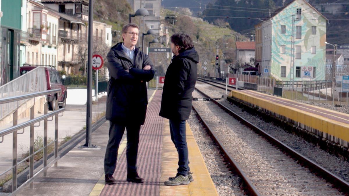 Jordi Évole, con el líderpopular Alberto Núñez Feijóo, en el programa de La Sexta Salvados.