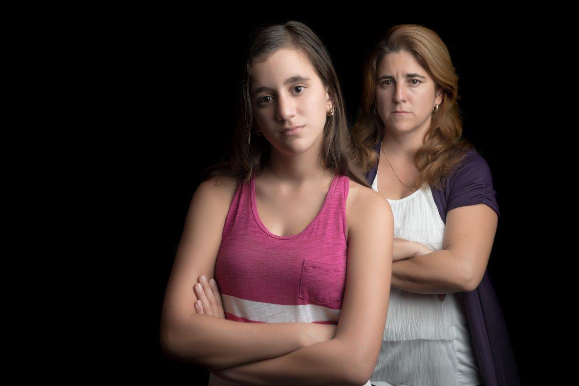 Una adolescente enfadada con su madre.