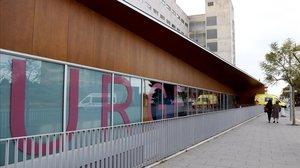 Una ambulancia estacionada en el área de urgencias del Hospital Joan XXIII de Tarragona.