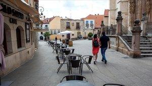 Una terraza vacía este jueves en una calle de Aranda de Duero.