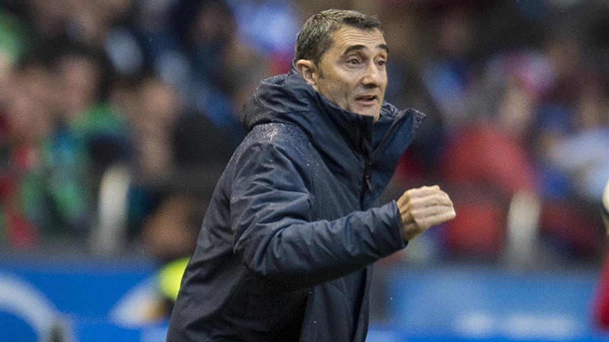 Valverde, en Riazor, celebra un gol de su equipo.