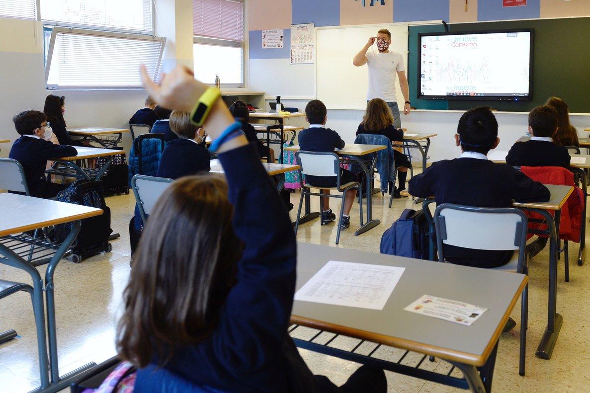Alumnos del Colegio Corazonistas de Valladolid durante su primer día de clase del curso 2020-21.