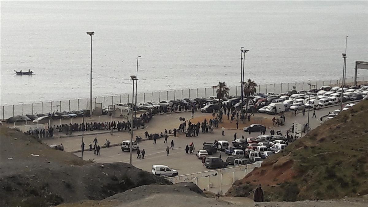 Paso fronterizo en Ceuta.
