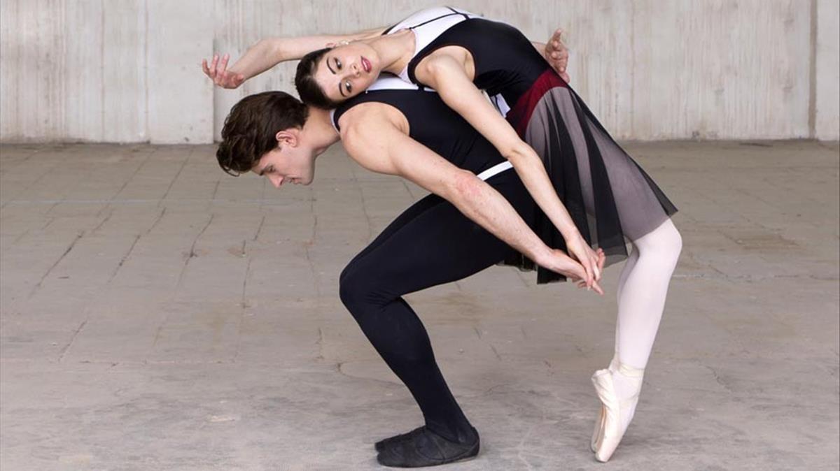 Dos intérpretes del Ballet Nacional de Catalunya.