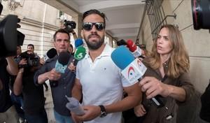 El fiscal demana que torni a presó el guàrdia civil de 'La manada' per risc de fuga