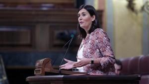 La ministra Carmen Montón, durante su intervención en el pleno del Congreso.