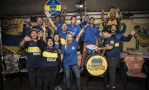 Integrantes de la Peña Boca Juniors en Barcelona antes de la gran final.