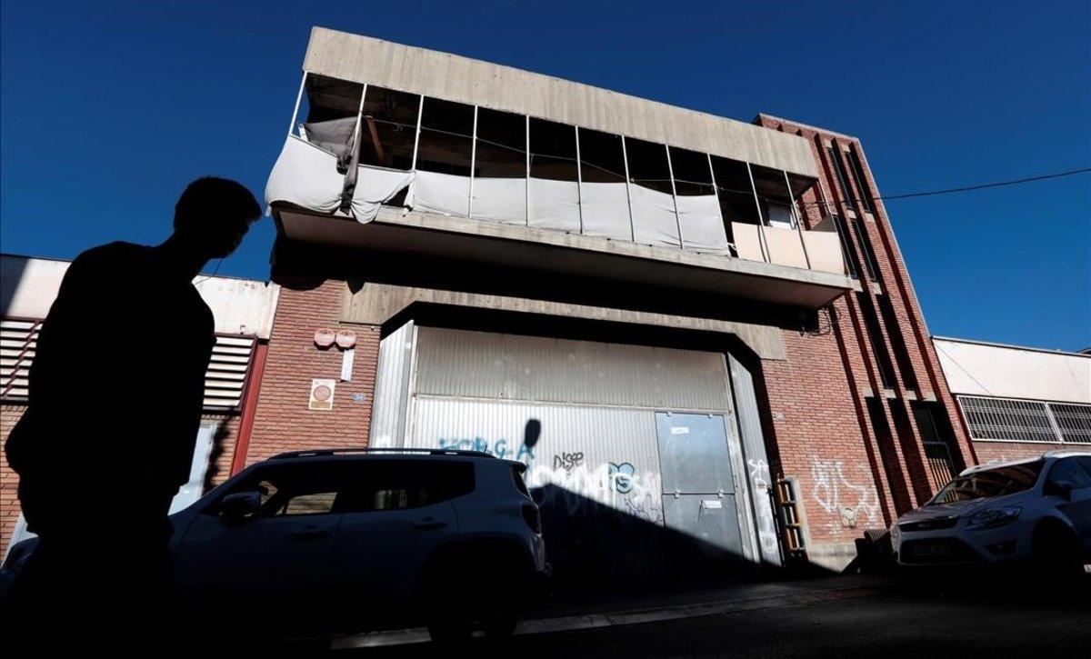 """Associacions de veïns de Can Feu i Gràcia de Sabadell demanen """"eliminar"""" naus abandonades"""